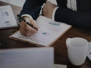 Reinvertir utilidades o vender empresa